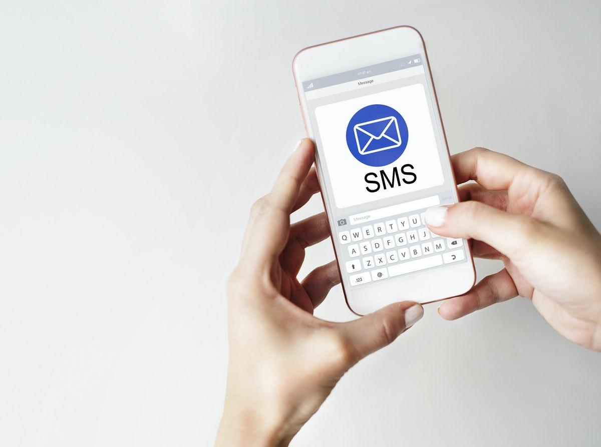 לט'ס טקסט דוגרי: המדריך לשיווק ל-Ecommerce באמצעות SMS